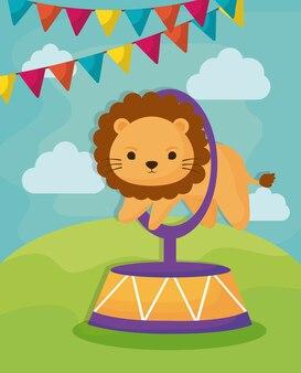 Leão de circo e galhardetes decorativos