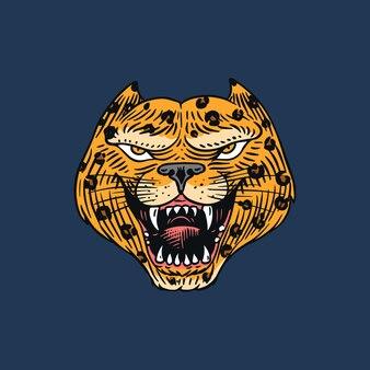 Leopardo ou pantera louca gritando para tatuagem ou etiqueta. besta que ruge. animal em estilo retro. gravada