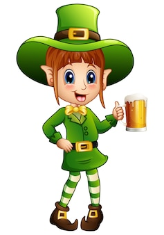 Leprechaun de menina dos desenhos animados segurando um copo de cerveja