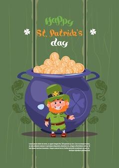 Leprechaun homem sobre grande pote com moedas de ouro feliz st patricks dia sobre fundo de cartão ...