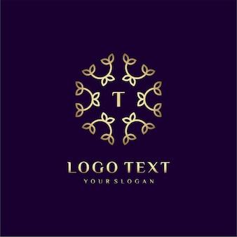 Letra de design de conceito de logotipo de luxo (t) para sua marca com decoração floral