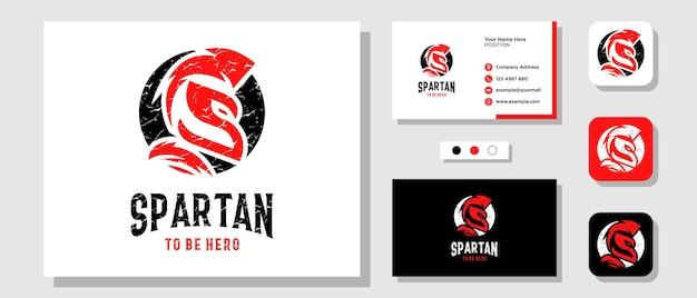 Letra inicial s capacete espartano projeto do logotipo do cavaleiro antigo grego com modelo de cartão de visita