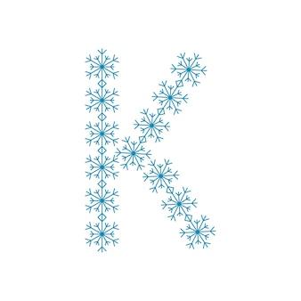 Letra k de flocos de neve. fonte ou decoração festiva para o ano novo e o natal
