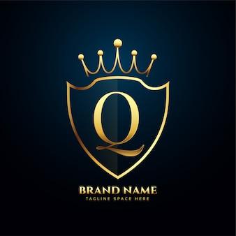 Letra q coroa tiara logotipo dourado