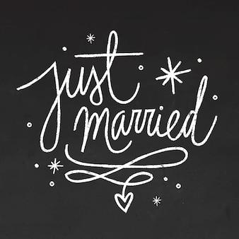 Letras de casamento no quadro-negro