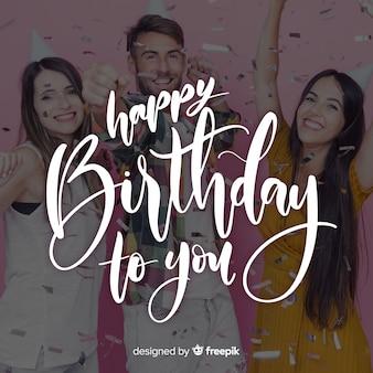 Letras de feliz aniversário com adolescentes