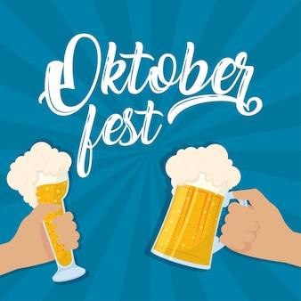 Letras de festa da oktoberfest com as mãos brindando design de ilustração vetorial de cervejas