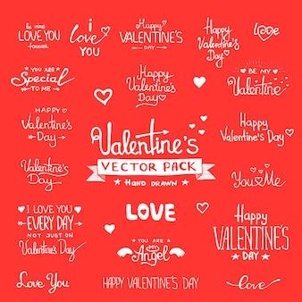 Letras de mão feliz dia dos namorados - conjunto de plano de fundo tipográfico na lousa com enfeites, corações, fita, anjo e flecha