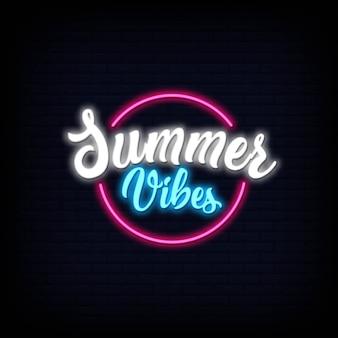 Letras de néon de vibrações de verão. efeito de placa de sinal de néon brilhante