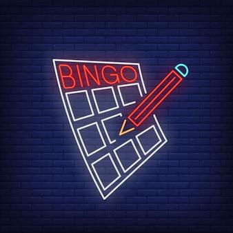 Letras de néon do bingo no cartão e no lápis.