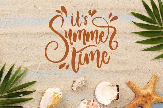 Letras de verão com foto de areia