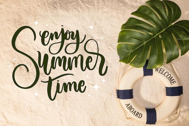 Letras de verão com imagens de areia
