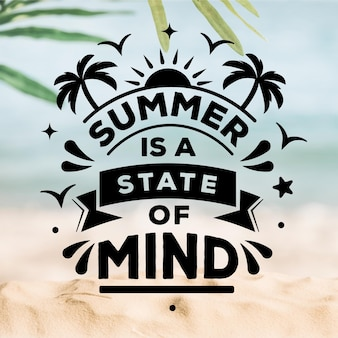 Letras de verão com praia turva