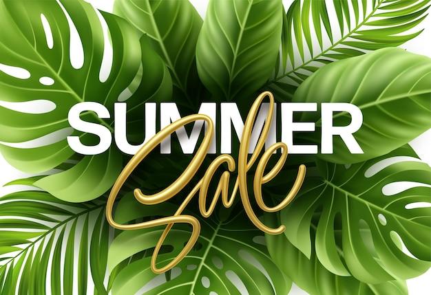 Letras metálicas douradas de venda de verão em um fundo brilhante