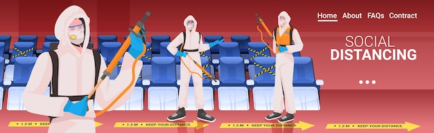 Limpadores profissionais em trajes de materiais perigosos, equipe de zeladores, limpeza e desinfecção