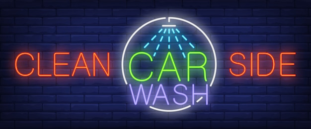 Limpe o lado, texto de néon carwash com chuveiro
