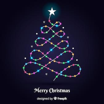 Linda árvore de natal com luzes coloridas