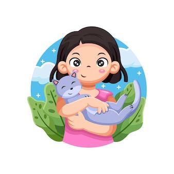 Linda garota abraça gato com pose fofa