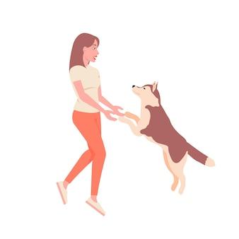 Linda garota brincando com cachorro