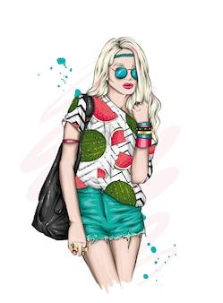 Linda garota com roupas elegantes de verão