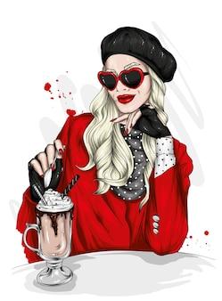 Linda garota com roupas elegantes e cappuccino