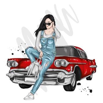 Linda garota com um macacão estiloso e um carro antigo