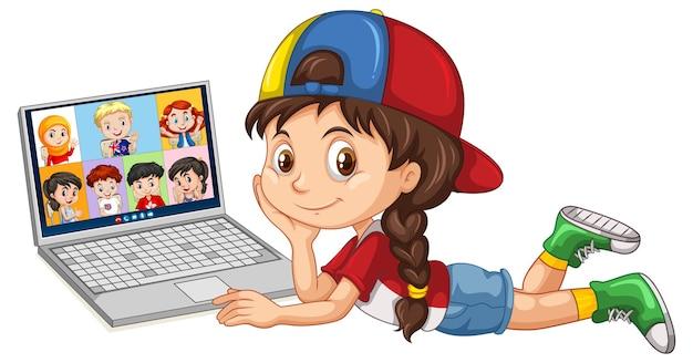 Linda garota deitada no chão com um laptop