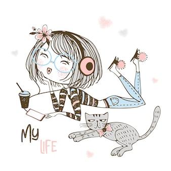 Linda garota em fones de ouvido, ouvindo música ao lado de um gato de estimação.