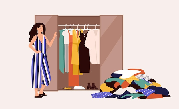 Linda garota em frente ao guarda-roupa aberto com roupas penduradas e uma pilha de roupas no chão