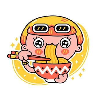 Linda garota engraçada comendo macarrão na tigela
