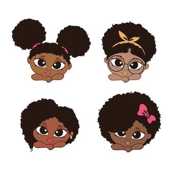 Linda garota esconde-esconde com cabelo afro