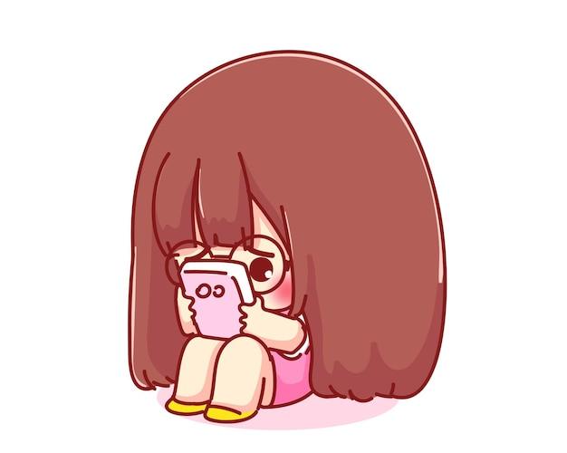 Linda garota segurando e olhando para a ilustração do personagem de desenho animado do celular