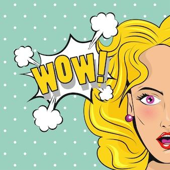 Linda mulher loira com cartaz de estilo pop art de palavra wow.