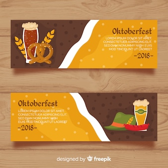 Lindas bandeiras de oktoberfest com design plano