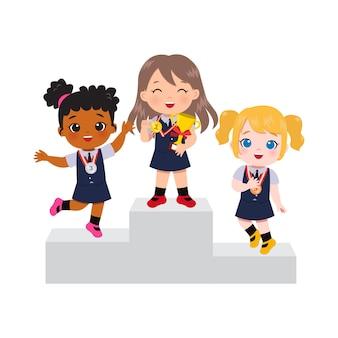 Lindas garotas com uniforme escolar em pé no pódio como vencedor da medalha de ouro, prata e bronze.