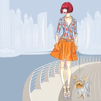 Lindas modelos de meninas fashion com cachorro da raça yorkshire terrier caminhando ao longo da orla da cidade moderna
