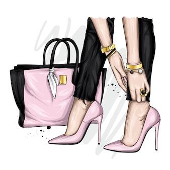 Lindas pernas femininas em sapatos de salto alto e bolsa estilosa.