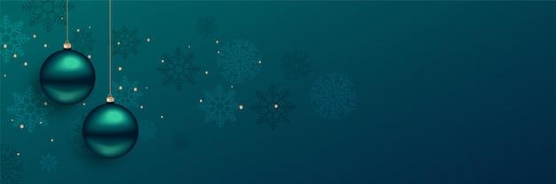 Lindo banner de bolas de natal com espaço de texto