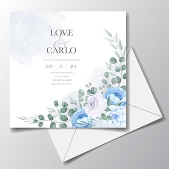 Lindo cartão de convite de casamento com decoração de flores