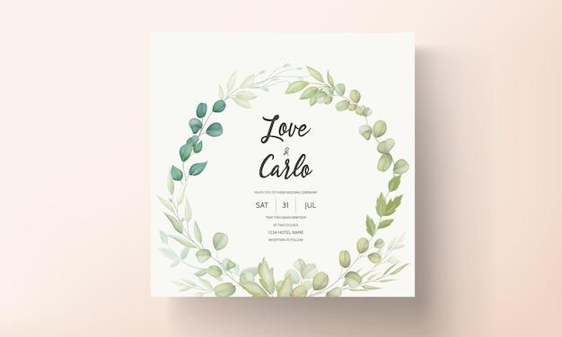 Lindo cartão de convite de casamento com decoração de folhas