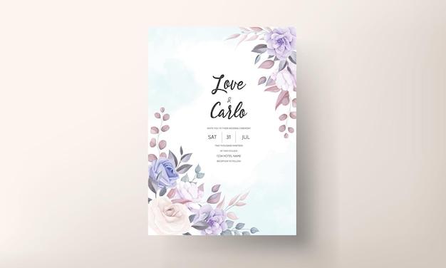 Lindo cartão de convite de casamento com enfeite de flor roxa