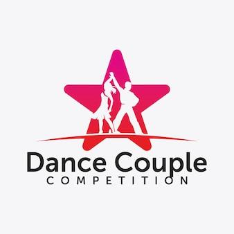 Lindo casal jovem dançando, amor