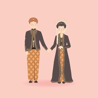 Lindo casal romântico de noivos sorrindo e de mãos dadas em traje de casamento javanês tradicional