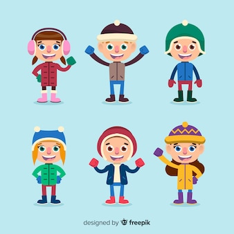 Lindo conjunto de crianças felizes com roupas de inverno