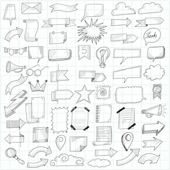 Lindo conjunto de doodle desenhado à mão feliz aniversário