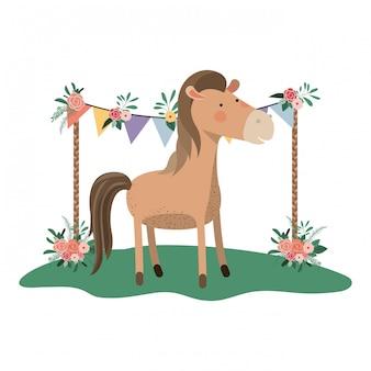 Lindo e adorável cavalo com moldura floral