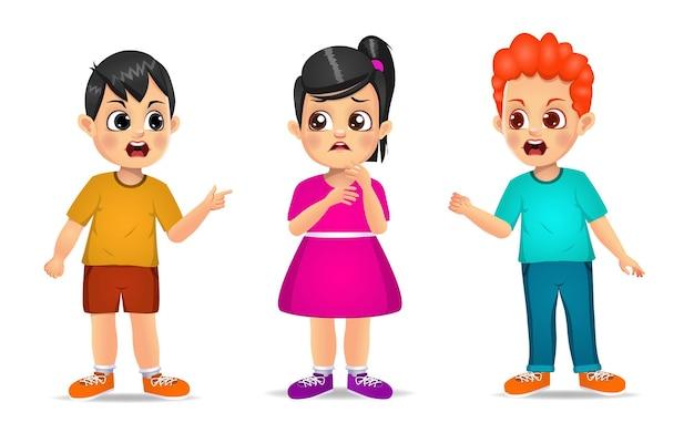 Lindos filhos brigando com um amigo. isolado no branco