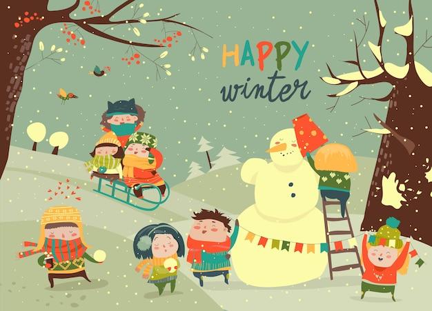 Lindos filhos jogando jogos de inverno