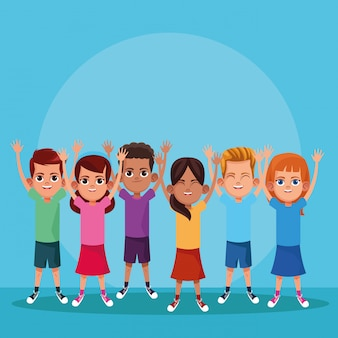 Lindos filhos sorrindo com os braços para cima
