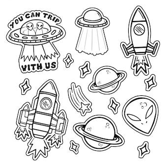 Linha preto e branco conjunto de ícones com adesivos de patches com estrelas planetas de naves espaciais ufo alienígenas.